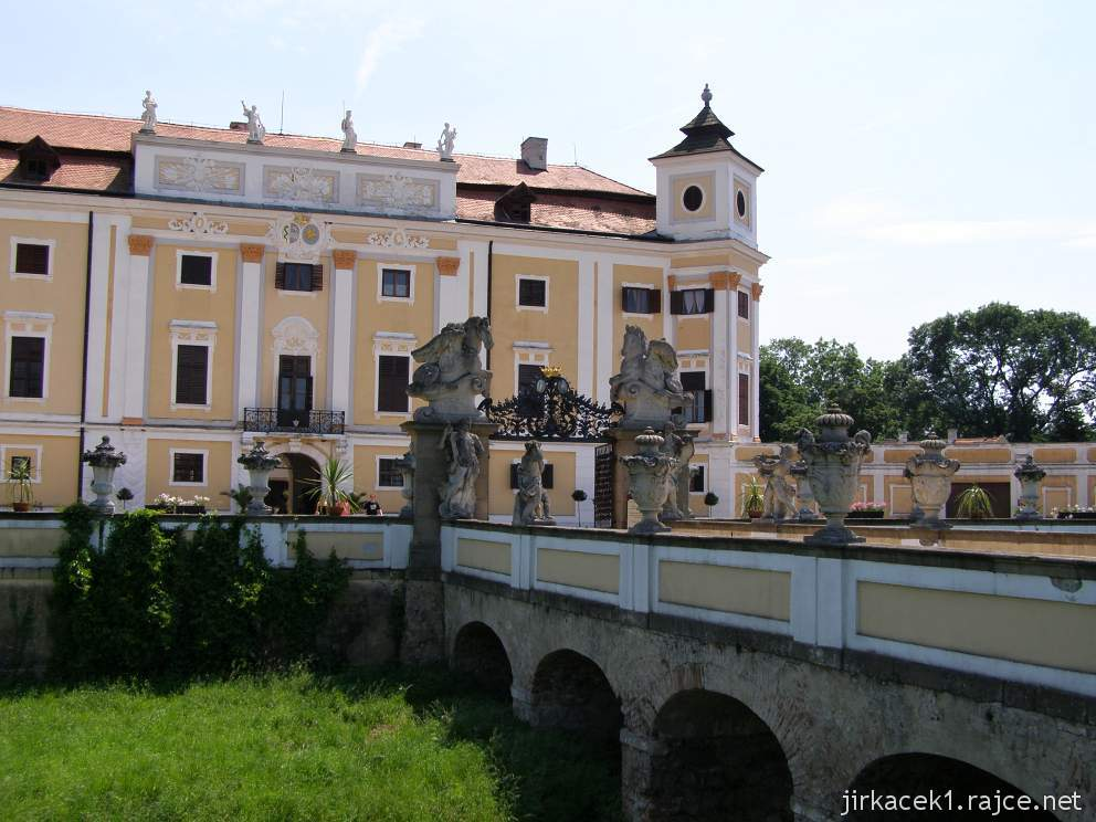 Milotice 04 - most do zámku