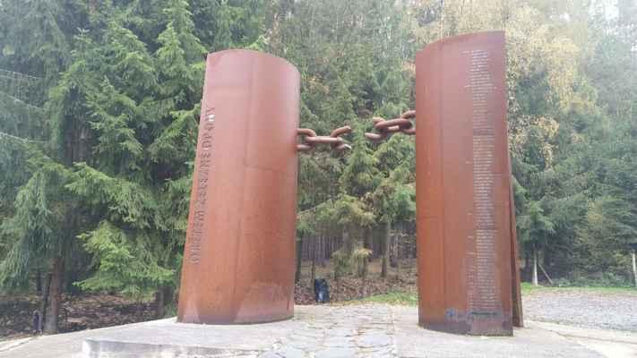 u Chebu, památník železné opony
