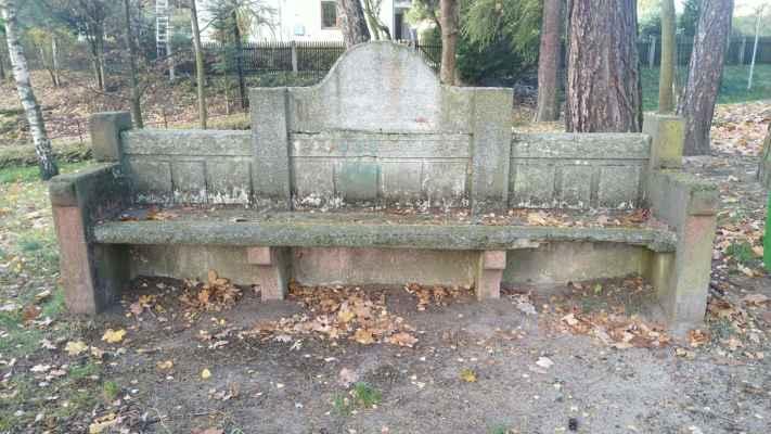 Skalná - kamenná lavice