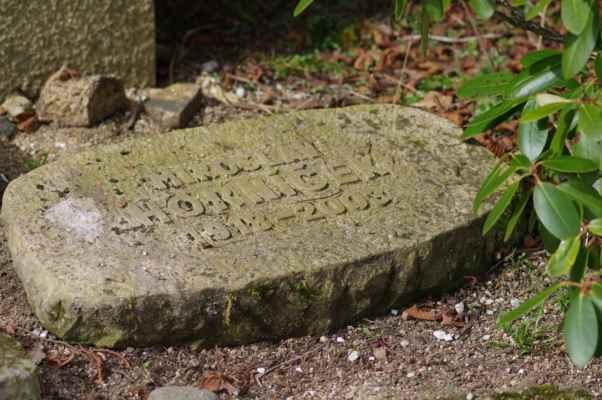 pan horníček si zdejší kraj tak zamiloval, že se nechal pochovat na kytlickém hřbitově i se svým synem janem a manželkou bělou...