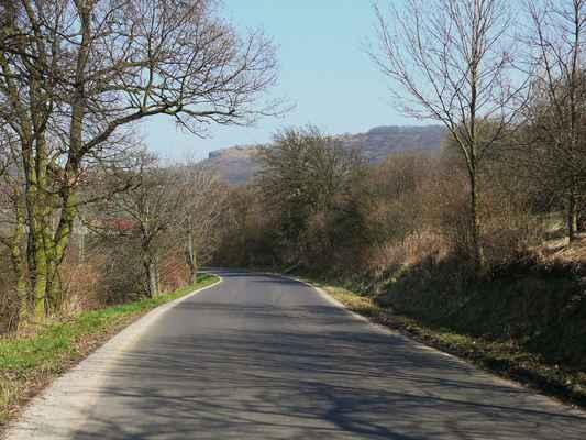 holý vrch při pohledu ze silnice od miřejovic...