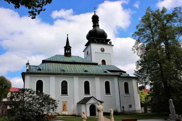 Obec Bozkov, první zmínka pochází z roku 1356. Nachází se v Libereckém kraji, zhruba 4. kilometry od Semil. Žije zde 585. obyvatel.