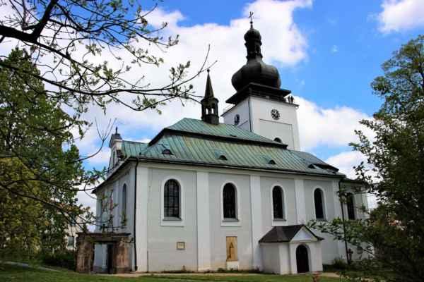 Kostel Navštívení Panny Marie, jehož původ sahá až do 14. století. Jde o jednolodní barokní stavbu a do současné podoby byl upraven roku 1895 a stal se proslulým, mariánským poutním místem. V rámci architektonického dědictví, bylo mezi lety 1996 - 2000, čerpáno na jeho obnovu 5 860 000  Kč.