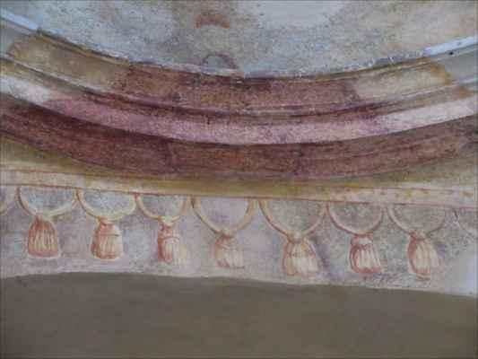 restaurátoři ponechali v klenbě kaple zachovalé zbytky původní výmalby