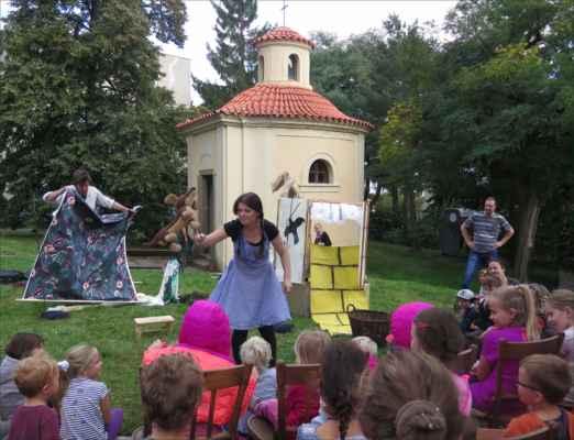 v 15:15 hodin zahrálo Divadlo FÍGL představení Čaroděj ze země Oz