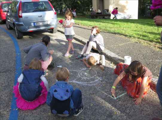malování na chodníku pro výtvarně založené malé i velké návštěvníky