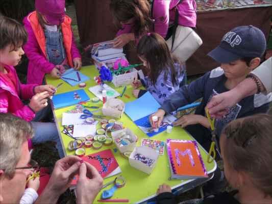 děti měly velký zájem vytvořit si něco podle vlastního návrhu ve výtvarné dílně