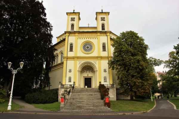 Kostel Nanebevzetí Panny Marie byl postaven mezi lety 1844-1848  v novobyzantském slohu.