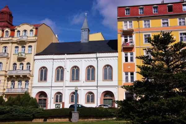 Evangelický kostel byl postaven mezi lety 1853-1857. Renovace proběhla roku 1999.