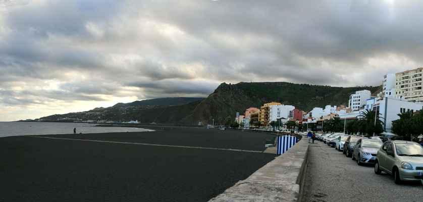 ...Avenida Maritima a městská pláž...