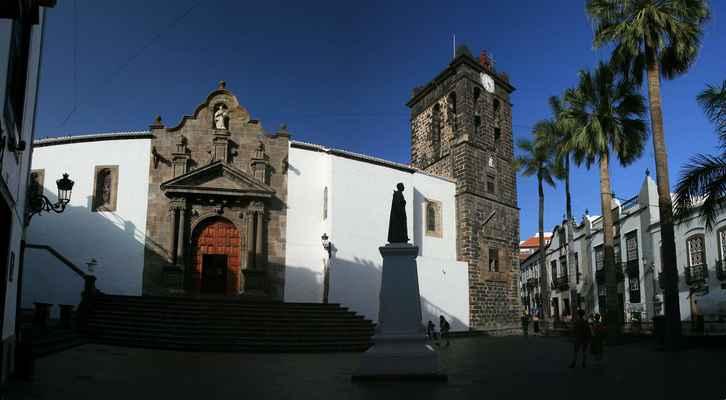 ...Plaza Espaňa s kostelem Sv. Salvátora...