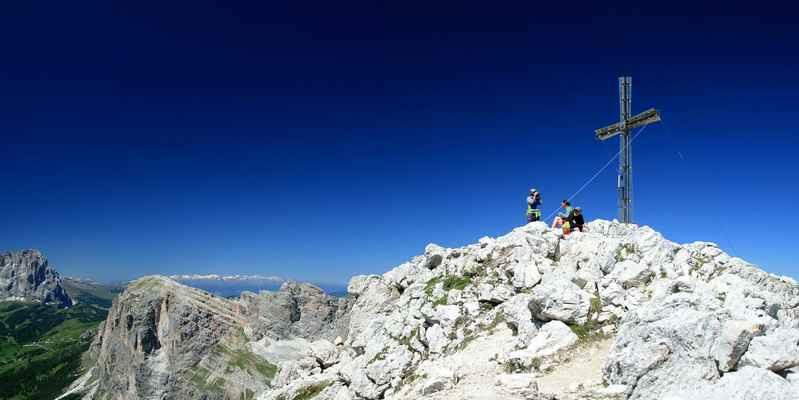 ..na vrcholu Sassongheru byla prázdninová nálada...