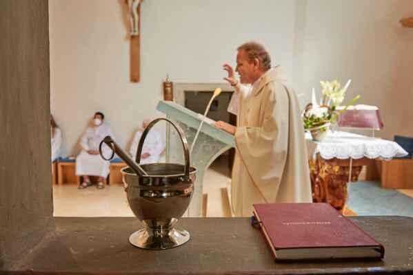 žehnání nového svatostánku a ambonu